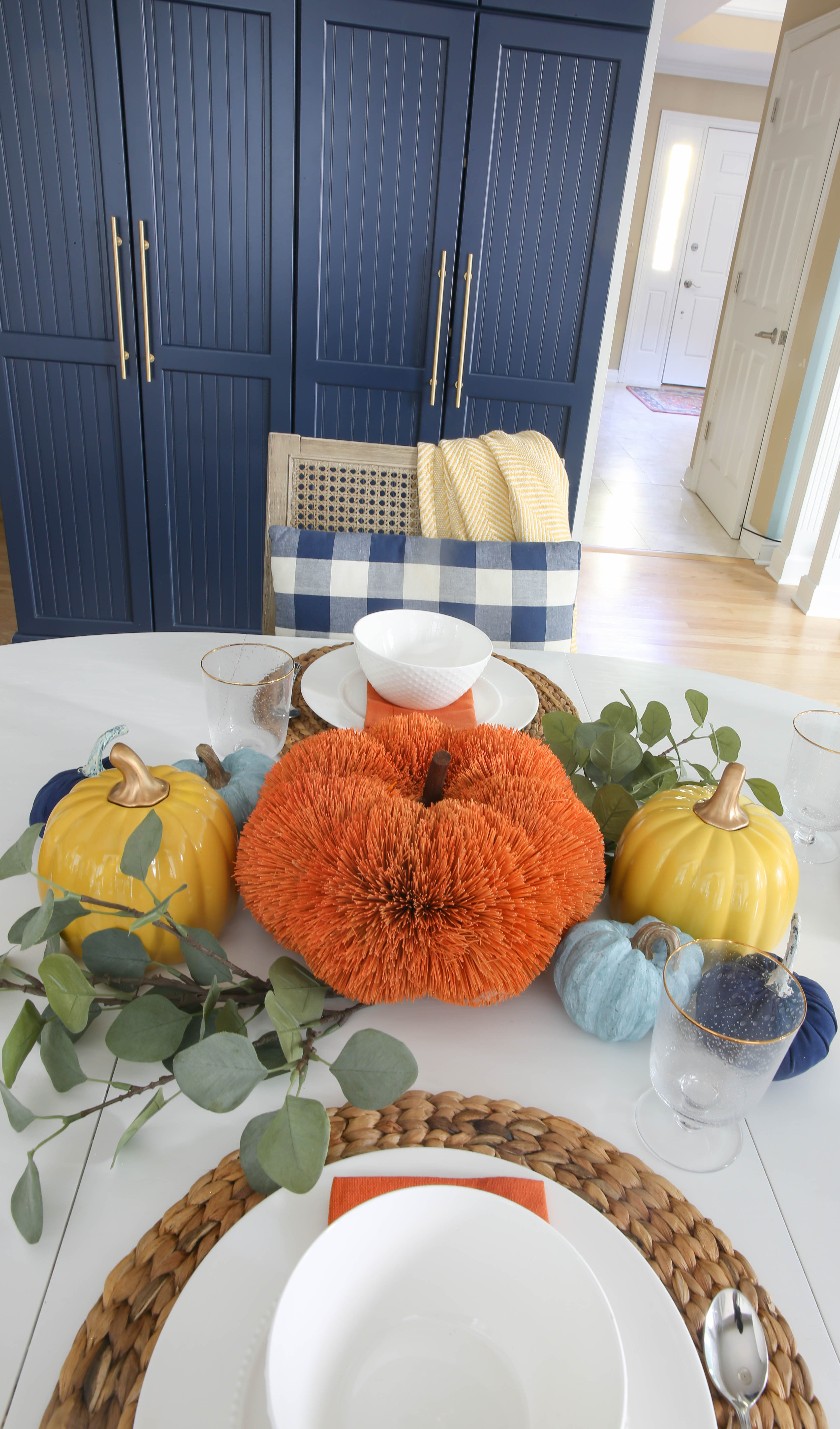 Beautiful + simple orange, yellow and blue fall centerpiece ideas. Read this post for simple + easy ideas for a fall tables cape. #fall #simple #tablescape #centerpiece