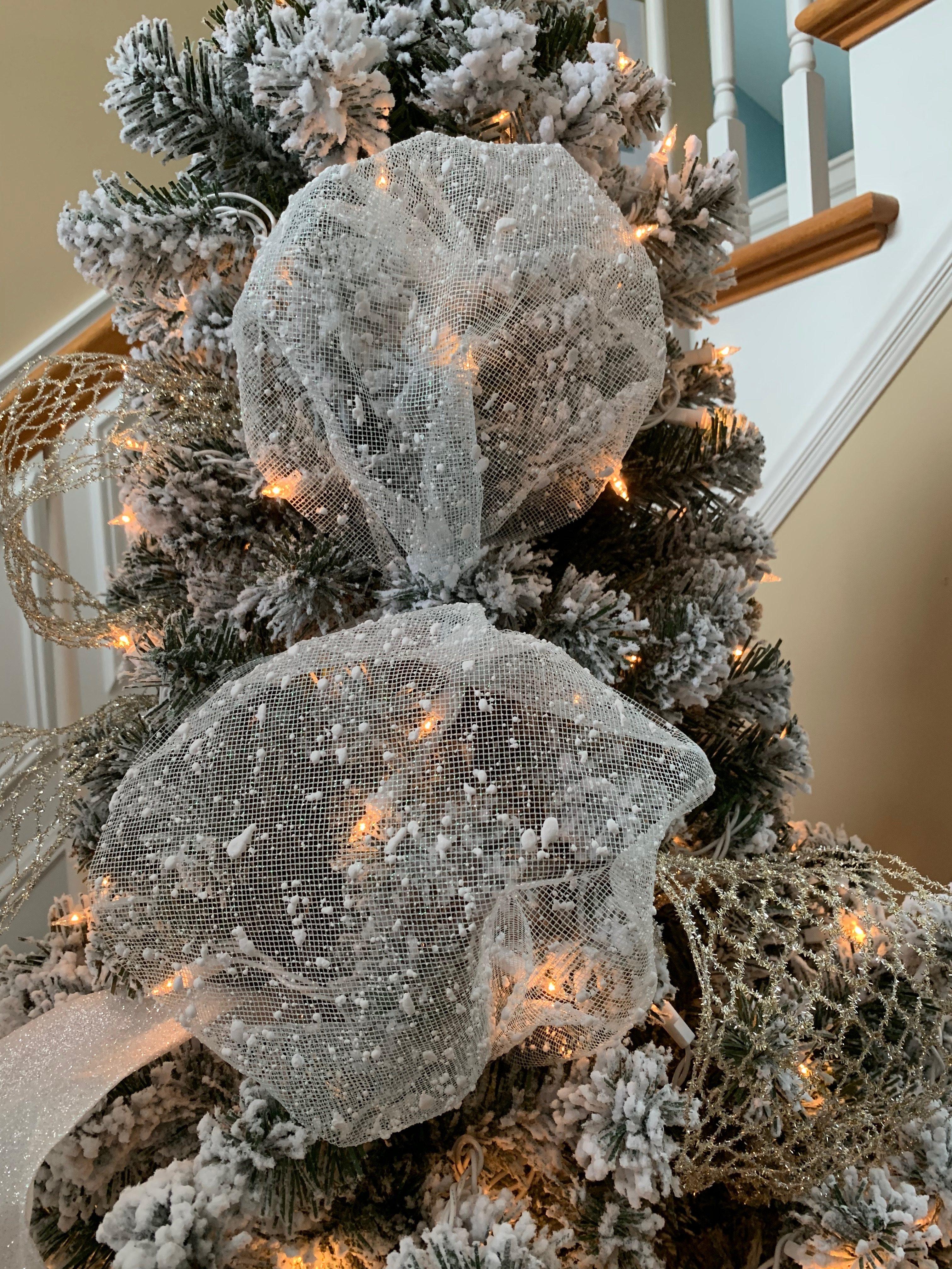 How to Add Ribbon to a Christmas Tree. #christmastree #christmasdecorations #christmas