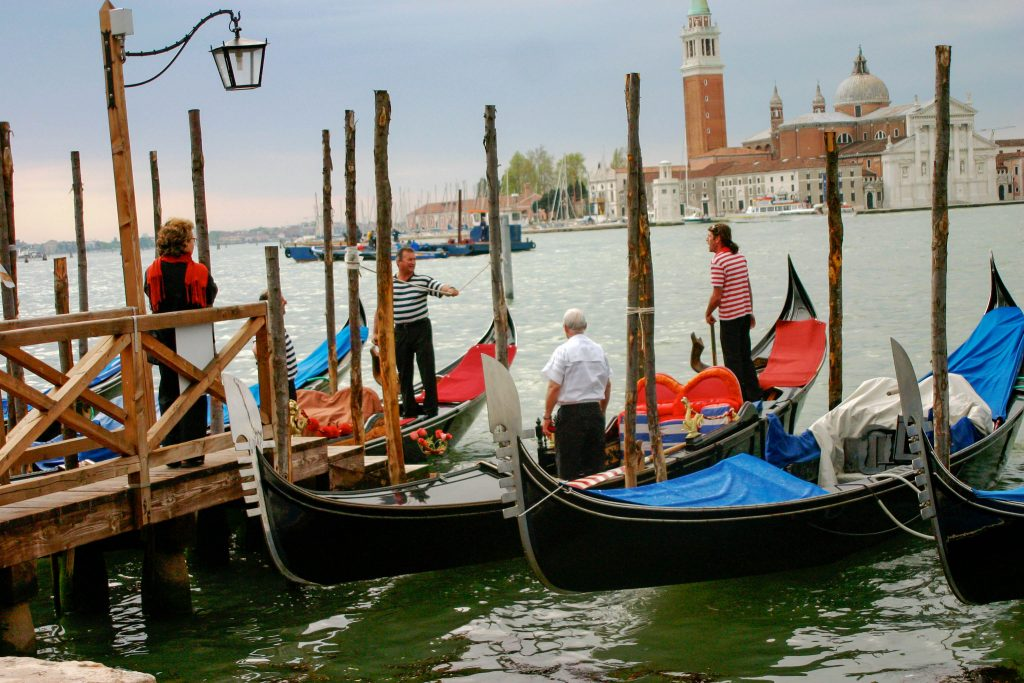 Experience all of Venice's beauty through this photo tour. Enjoy all of the most popular sights, off the beaten path canals and daily life of Venice with this photo tour. #venice #italy